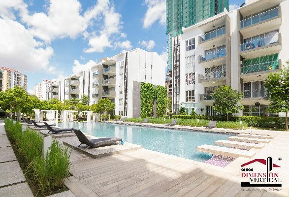 Conjunto residencial con piscina