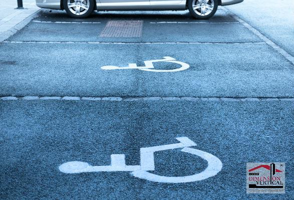 Parqueadero con espacio par discapacitados